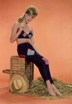 Linda Evans: Very 'Young' In 'Old' Shoot - HQ x 1