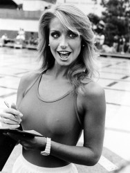Heather Thomas - nippy B&W photos x4
