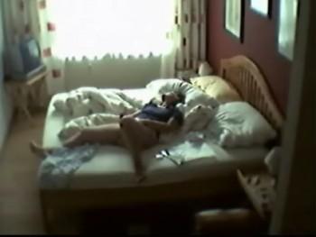 Скрытая камера у жены в спальне