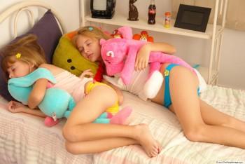 charlie wilsons war nude scenes