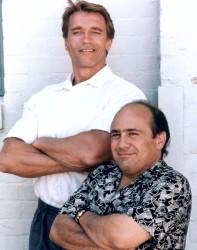 Близнецы / Twins  (Д,ДеВито, А,Шварценеггер, 1988)  93da6c436071119