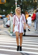 Olivia Holt - Getting ice cream in NYC 9/17/15