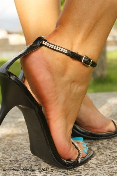Футфетиш секс и кончание в женскую обувь