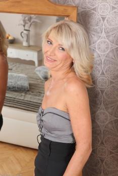 Vanessa hudgens black pantyhose
