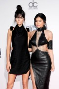 """Kendall Jenner and Kylie Jenner """"The 2015 American Music Awards - Arrivals held at Microsoft Theatre """" Los Angeles, CA 22.11.2015 (x185) Updated 2 3b951a448906813"""