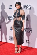 """Kendall Jenner and Kylie Jenner """"The 2015 American Music Awards - Arrivals held at Microsoft Theatre """" Los Angeles, CA 22.11.2015 (x185) Updated 2 4bb36d448906606"""