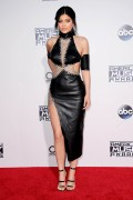 """Kendall Jenner and Kylie Jenner """"The 2015 American Music Awards - Arrivals held at Microsoft Theatre """" Los Angeles, CA 22.11.2015 (x185) Updated 2 6e527b448906778"""