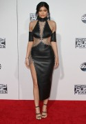 """Kendall Jenner and Kylie Jenner """"The 2015 American Music Awards - Arrivals held at Microsoft Theatre """" Los Angeles, CA 22.11.2015 (x185) Updated 2 7ffe60448906667"""