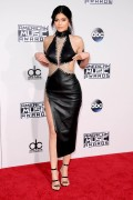 """Kendall Jenner and Kylie Jenner """"The 2015 American Music Awards - Arrivals held at Microsoft Theatre """" Los Angeles, CA 22.11.2015 (x185) Updated 2 939c17448906769"""