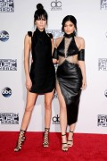 """Kendall Jenner and Kylie Jenner """"The 2015 American Music Awards - Arrivals held at Microsoft Theatre """" Los Angeles, CA 22.11.2015 (x185) Updated 2 9de68f448906889"""