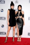 """Kendall Jenner and Kylie Jenner """"The 2015 American Music Awards - Arrivals held at Microsoft Theatre """" Los Angeles, CA 22.11.2015 (x185) Updated 2 Eb3930448906901"""