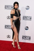 """Kendall Jenner and Kylie Jenner """"The 2015 American Music Awards - Arrivals held at Microsoft Theatre """" Los Angeles, CA 22.11.2015 (x185) Updated 2 029965449216583"""