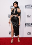 """Kendall Jenner and Kylie Jenner """"The 2015 American Music Awards - Arrivals held at Microsoft Theatre """" Los Angeles, CA 22.11.2015 (x185) Updated 2 13867d449217357"""