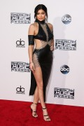 """Kendall Jenner and Kylie Jenner """"The 2015 American Music Awards - Arrivals held at Microsoft Theatre """" Los Angeles, CA 22.11.2015 (x185) Updated 2 1e1546449216608"""