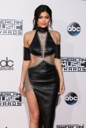 """Kendall Jenner and Kylie Jenner """"The 2015 American Music Awards - Arrivals held at Microsoft Theatre """" Los Angeles, CA 22.11.2015 (x185) Updated 2 42ce09449215035"""