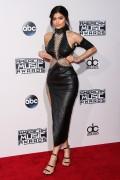 """Kendall Jenner and Kylie Jenner """"The 2015 American Music Awards - Arrivals held at Microsoft Theatre """" Los Angeles, CA 22.11.2015 (x185) Updated 2 4f1dbd449217257"""