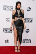 """Kendall Jenner and Kylie Jenner """"The 2015 American Music Awards - Arrivals held at Microsoft Theatre """" Los Angeles, CA 22.11.2015 (x185) Updated 2 50dfa0449215337"""