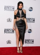 """Kendall Jenner and Kylie Jenner """"The 2015 American Music Awards - Arrivals held at Microsoft Theatre """" Los Angeles, CA 22.11.2015 (x185) Updated 2 65b33e449215549"""