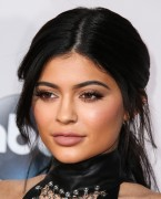"""Kendall Jenner and Kylie Jenner """"The 2015 American Music Awards - Arrivals held at Microsoft Theatre """" Los Angeles, CA 22.11.2015 (x185) Updated 2 85ce69449214694"""