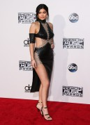 """Kendall Jenner and Kylie Jenner """"The 2015 American Music Awards - Arrivals held at Microsoft Theatre """" Los Angeles, CA 22.11.2015 (x185) Updated 2 86153c449216559"""