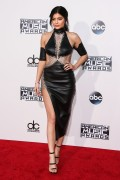 """Kendall Jenner and Kylie Jenner """"The 2015 American Music Awards - Arrivals held at Microsoft Theatre """" Los Angeles, CA 22.11.2015 (x185) Updated 2 871de6449217128"""
