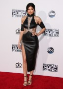 """Kendall Jenner and Kylie Jenner """"The 2015 American Music Awards - Arrivals held at Microsoft Theatre """" Los Angeles, CA 22.11.2015 (x185) Updated 2 93e584449216176"""