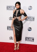 """Kendall Jenner and Kylie Jenner """"The 2015 American Music Awards - Arrivals held at Microsoft Theatre """" Los Angeles, CA 22.11.2015 (x185) Updated 2 9c90eb449215428"""