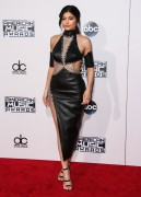 """Kendall Jenner and Kylie Jenner """"The 2015 American Music Awards - Arrivals held at Microsoft Theatre """" Los Angeles, CA 22.11.2015 (x185) Updated 2 9f4ff9449217078"""