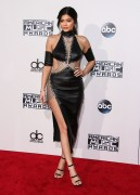 """Kendall Jenner and Kylie Jenner """"The 2015 American Music Awards - Arrivals held at Microsoft Theatre """" Los Angeles, CA 22.11.2015 (x185) Updated 2 A5764a449216891"""