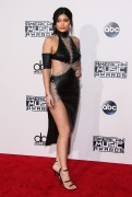 """Kendall Jenner and Kylie Jenner """"The 2015 American Music Awards - Arrivals held at Microsoft Theatre """" Los Angeles, CA 22.11.2015 (x185) Updated 2 B7b30f449216529"""