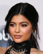 """Kendall Jenner and Kylie Jenner """"The 2015 American Music Awards - Arrivals held at Microsoft Theatre """" Los Angeles, CA 22.11.2015 (x185) Updated 2 C63df0449214658"""