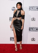 """Kendall Jenner and Kylie Jenner """"The 2015 American Music Awards - Arrivals held at Microsoft Theatre """" Los Angeles, CA 22.11.2015 (x185) Updated 2 Eb3474449217330"""
