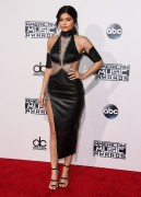 """Kendall Jenner and Kylie Jenner """"The 2015 American Music Awards - Arrivals held at Microsoft Theatre """" Los Angeles, CA 22.11.2015 (x185) Updated 2 F6be35449215949"""