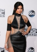 """Kendall Jenner and Kylie Jenner """"The 2015 American Music Awards - Arrivals held at Microsoft Theatre """" Los Angeles, CA 22.11.2015 (x185) Updated 2 F7562b449215018"""