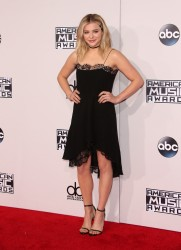 """Chloe Grace Moretz """"The 2015 American Music Awards - Arrivals held at Microsoft Theatre """" Los Angeles, CA 22.11.2015 (x54) Updated 2 04ad4f449264416"""