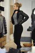 Rosie Huntington-Whiteley - Shopping in LA 12/2/15
