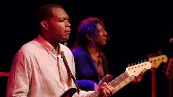 The Robert Cray Band: 4 Nights Of 40 Years Live (2014) Blu-ray 1080p MPEG-2 DD2.0